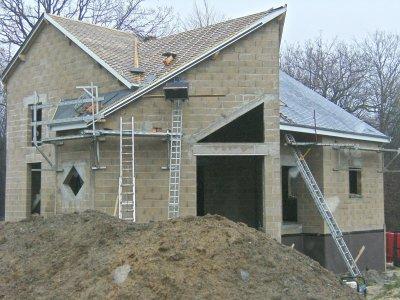 Toiture construction maison moderne for Fenetre losange