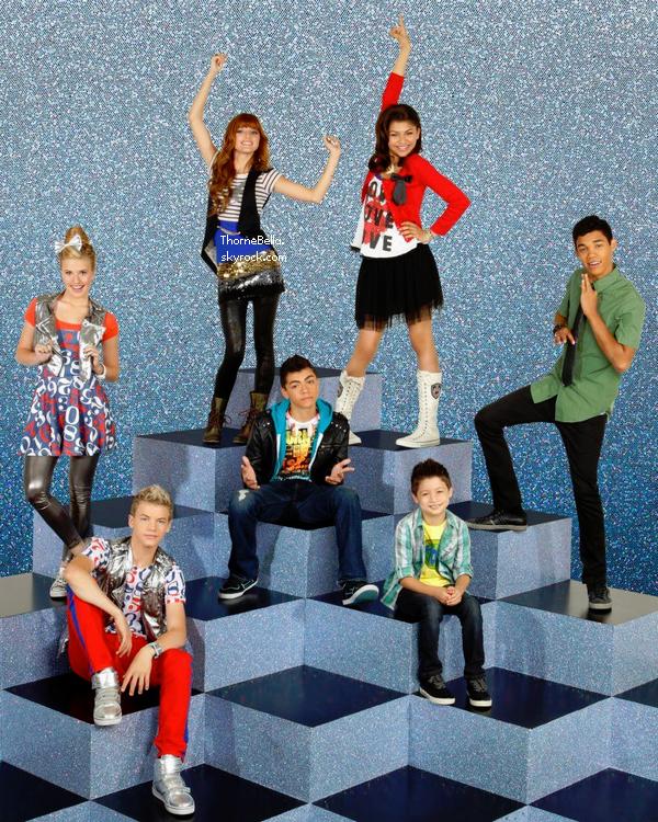 Bella et ses amies au concert des Jonas Brothers le 29 novembre 2012.