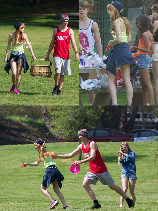 Bella, ses amies et sa famille au griffith park de Los Angeles le 17 mars 2013.