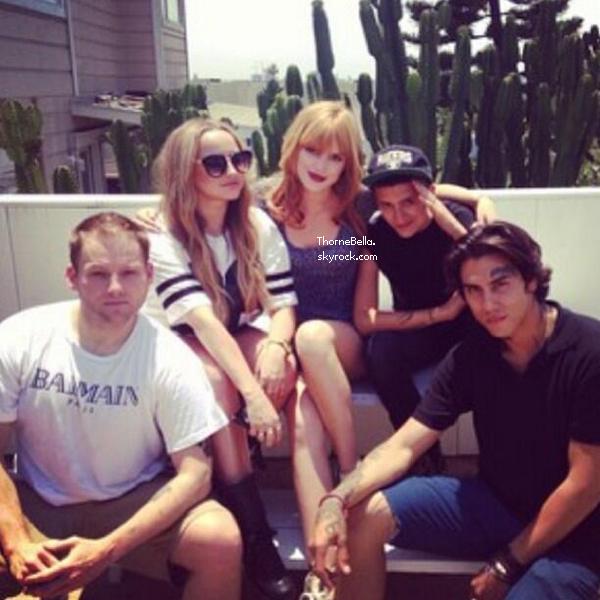 Bella, Tristan, Olivia, Remy et Bella P à la piscine de Santa Barbara le 1 juillet 2013.