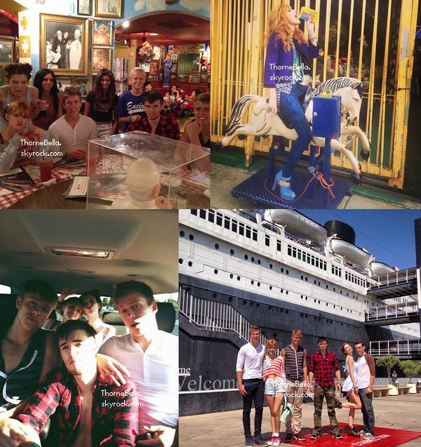 Nouvelles photos twitter de Bella, de sa famille et de ses amies du 4 juillet 2013.